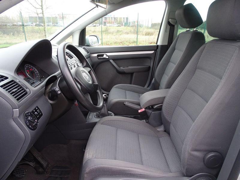 Photo 3 de l'offre de VOLKSWAGEN TOURAN 1.6 FSI 115CH CONFORT 7 PLACES à 5790€ chez International Auto Auneau