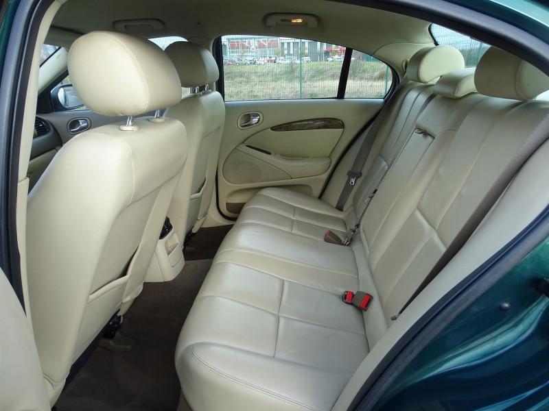 Photo 11 de l'offre de JAGUAR S-TYPE 2.7D BI-TURBO CLASSIQUE BA à 7890€ chez International Auto Auneau