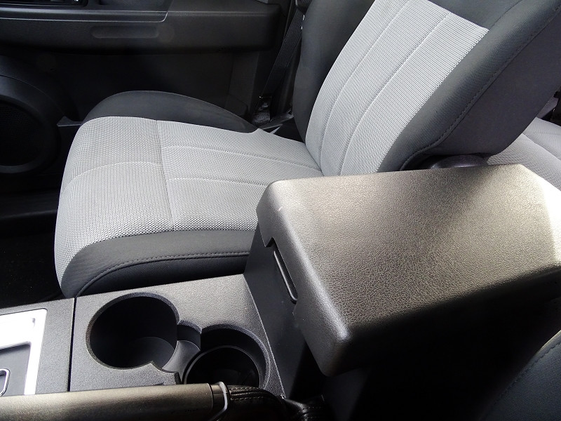 Photo 9 de l'offre de DODGE NITRO 2.8 CRD R/T 4X4 BAUTO à 11890€ chez International Auto Auneau