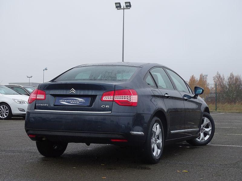 Photo 2 de l'offre de CITROEN C5 1.6 HDI110 DYNAMIQUE à 6990€ chez International Auto Auneau