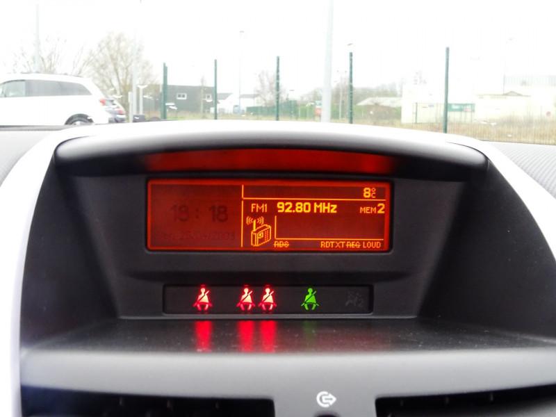 Photo 10 de l'offre de PEUGEOT 207 CC 1.6 VTI 16V SPORT à 5990€ chez International Auto Auneau