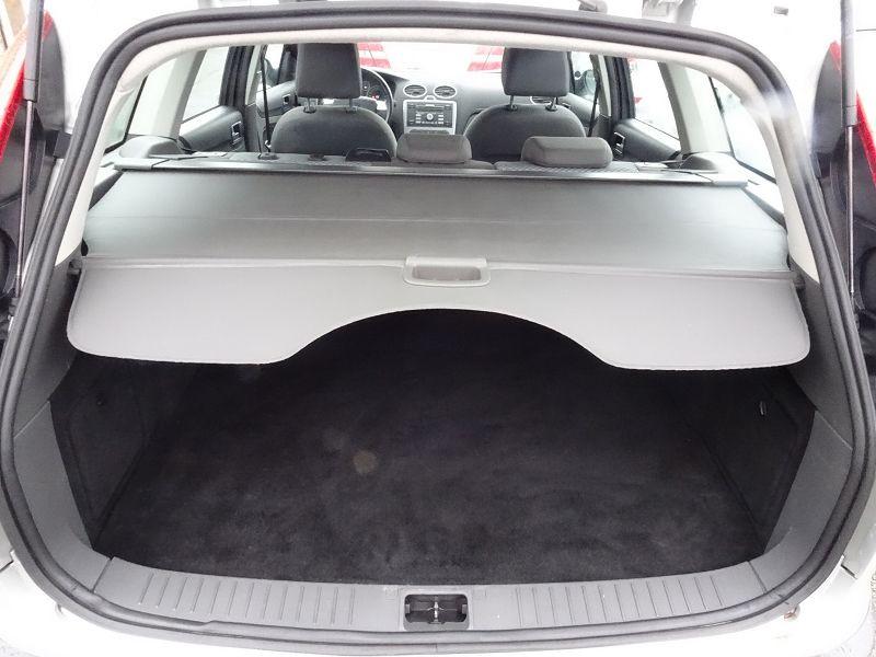 Photo 14 de l'offre de FORD FOCUS SW 1.6 TI-VCT 115CH TREND à 4790€ chez International Auto Auneau