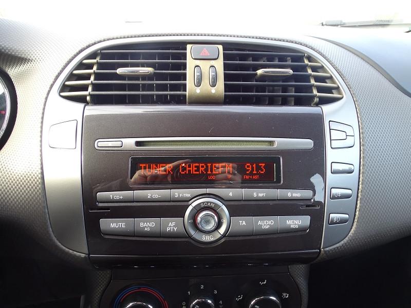 Photo 5 de l'offre de FIAT BRAVO 1.9 MULTIJET 8V 120CH DYNAMIC à 4990€ chez International Auto Auneau