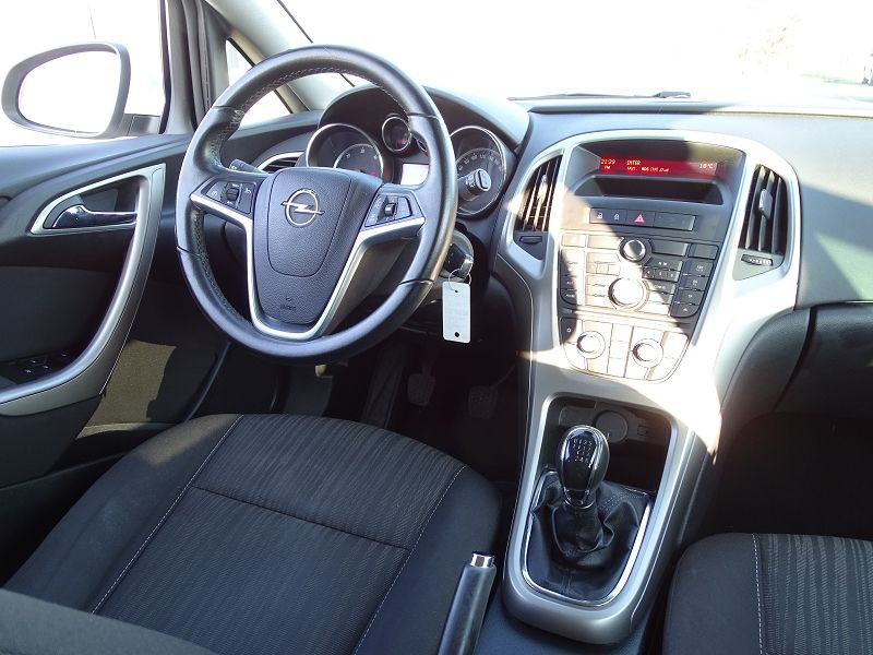 Photo 12 de l'offre de OPEL ASTRA 1.7 CDTI110 FAP BLACK & WHITE à 7890€ chez International Auto Auneau