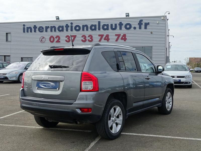 Photo 2 de l'offre de JEEP COMPASS 2.2 CRD 163 FAP SPORT 4X4 à 9890€ chez International Auto Auneau