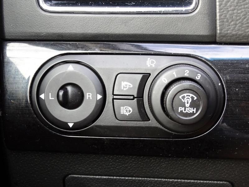 Photo 20 de l'offre de CHEVROLET CAPTIVA 2.2 VCDI163 LT+ S&S à 10790€ chez International Auto Auneau