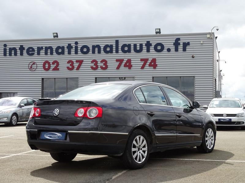 Photo 2 de l'offre de VOLKSWAGEN PASSAT 1.8 TSI 160CH CONFORTLINE à 7490€ chez International Auto Auneau