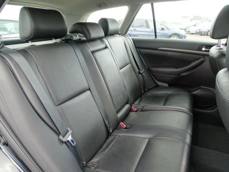 Photo 6 de l'offre de TOYOTA AVENSIS BREAK 126 D-4D TECHNO PACK à 6890€ chez International Auto Auneau
