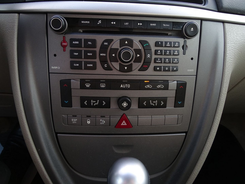 Photo 13 de l'offre de CITROEN C5 2.0I 16V 143CH PACK AMBIANCE BA à 3590€ chez International Auto Auneau