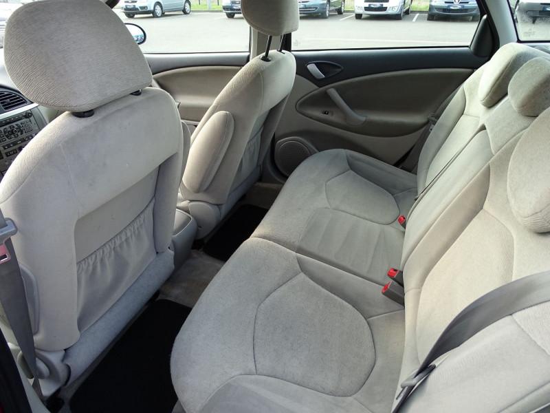 Photo 4 de l'offre de CITROEN C5 2.0I 16V 143CH PACK AMBIANCE BA à 3590€ chez International Auto Auneau