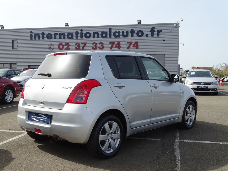 Photo 2 de l'offre de SUZUKI SWIFT 1.3 VVT GLX BMR 5P à 6990€ chez International Auto Auneau