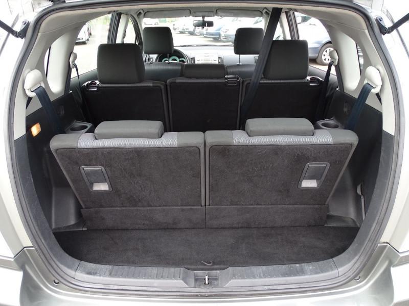 Photo 11 de l'offre de TOYOTA COROLLA VERSO 115 D-4D TERRA 7 PLACES à 6490€ chez International Auto Auneau