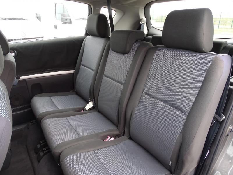 Photo 8 de l'offre de TOYOTA COROLLA VERSO 115 D-4D TERRA 7 PLACES à 6490€ chez International Auto Auneau