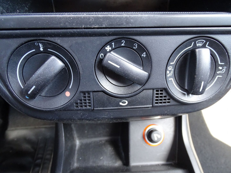 Photo 13 de l'offre de VOLKSWAGEN FOX 1.2 55CH à 3890€ chez International Auto Auneau