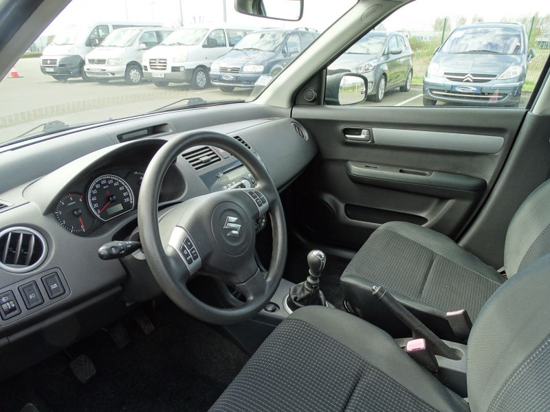 Photo 3 de l'offre de SUZUKI SWIFT 1.3 DDIS GL 5P à 5690€ chez International Auto Auneau
