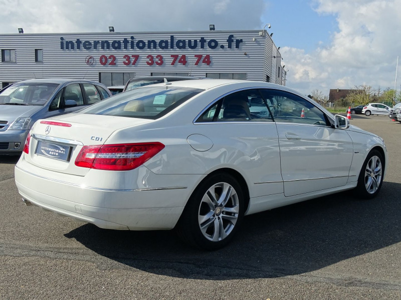 Photo 2 de l'offre de MERCEDES-BENZ CLASSE E COUPE (C207) 250 CDI EXECUTIVE BE BA à 13890€ chez International Auto Auneau