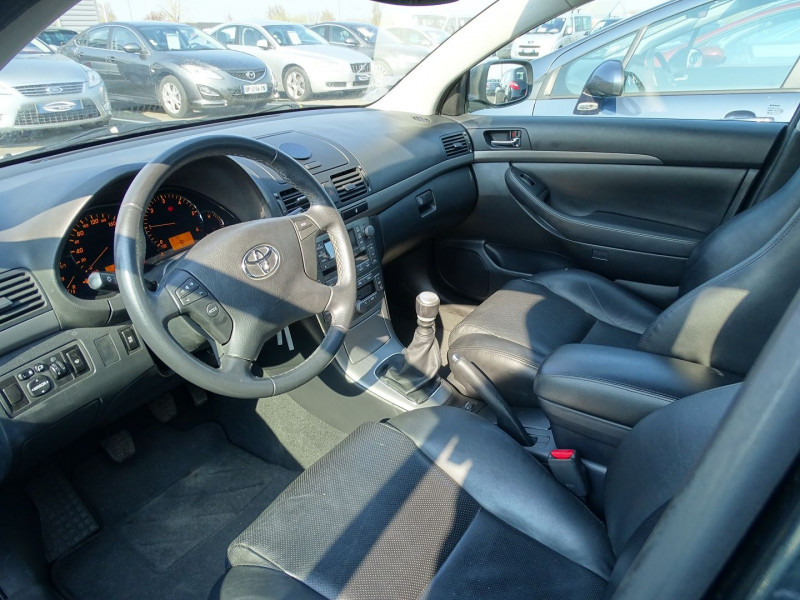 Photo 3 de l'offre de TOYOTA AVENSIS BREAK 126 D-4D TECHNO PACK à 6890€ chez International Auto Auneau
