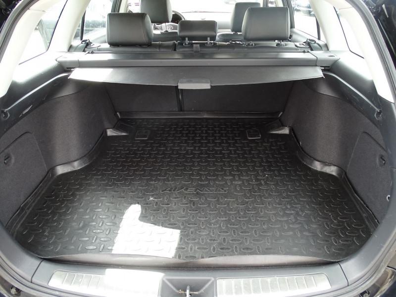 Photo 11 de l'offre de TOYOTA AVENSIS BREAK 126 D-4D TECHNO PACK à 6890€ chez International Auto Auneau