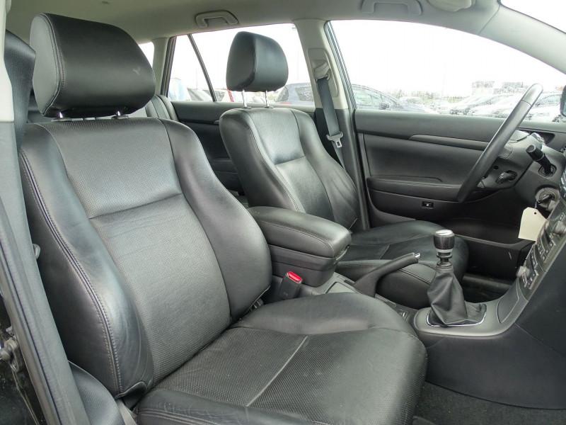 Photo 10 de l'offre de TOYOTA AVENSIS BREAK 126 D-4D TECHNO PACK à 6890€ chez International Auto Auneau