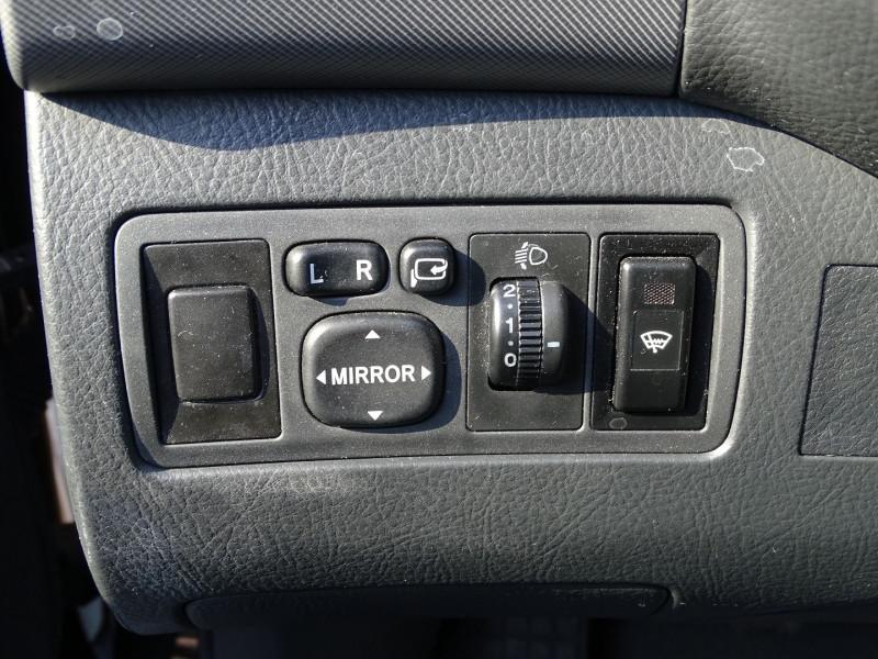 Photo 13 de l'offre de TOYOTA AVENSIS BREAK 126 D-4D TECHNO PACK à 6890€ chez International Auto Auneau