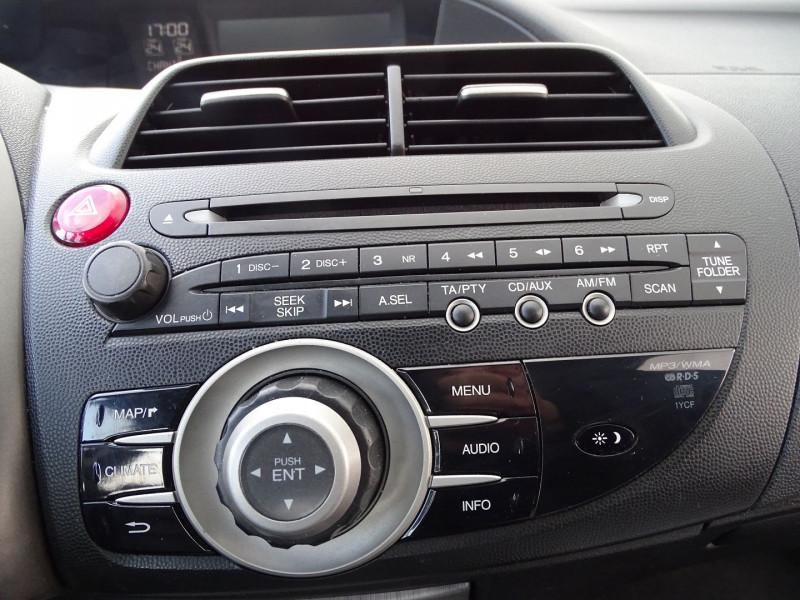 Photo 10 de l'offre de HONDA CIVIC 1.8 I-VTEC EXECUTIVE CUIR/NAVI 5P à 7890€ chez International Auto Auneau