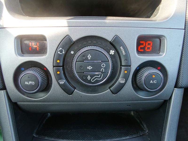 Photo 11 de l'offre de PEUGEOT 308 1.6 VTI 16V PREMIUM 3P à 5990€ chez International Auto Auneau