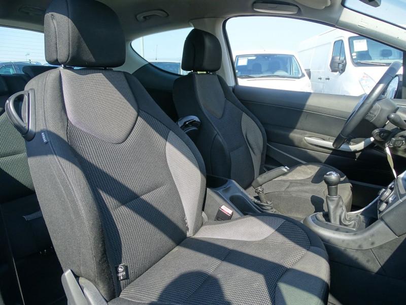 Photo 8 de l'offre de PEUGEOT 308 1.6 VTI 16V PREMIUM 3P à 5990€ chez International Auto Auneau
