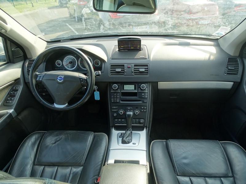 Photo 10 de l'offre de VOLVO XC90 D5 AWD 200CH XENIUM GEARTRONIC 7 PLACES à 21690€ chez International Auto Auneau
