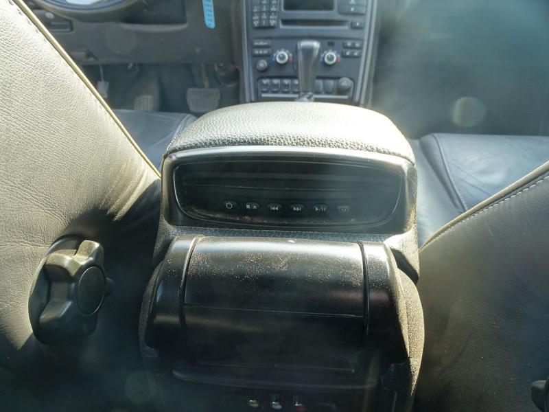 Photo 9 de l'offre de VOLVO XC90 D5 AWD 200CH XENIUM GEARTRONIC 7 PLACES à 21690€ chez International Auto Auneau