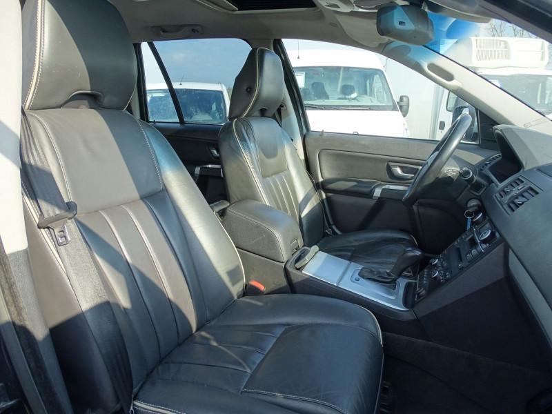 Photo 14 de l'offre de VOLVO XC90 D5 AWD 200CH XENIUM GEARTRONIC 7 PLACES à 21690€ chez International Auto Auneau