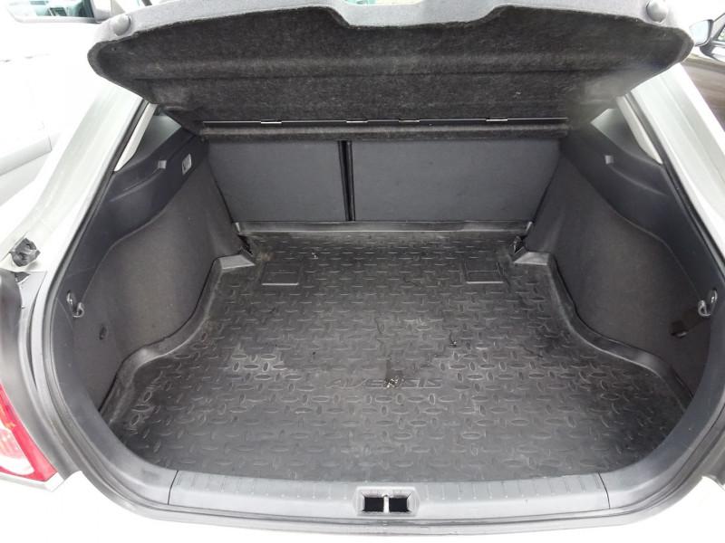 Photo 8 de l'offre de TOYOTA AVENSIS 126 D-4D TECHNO PACK 5P à 5890€ chez International Auto Auneau