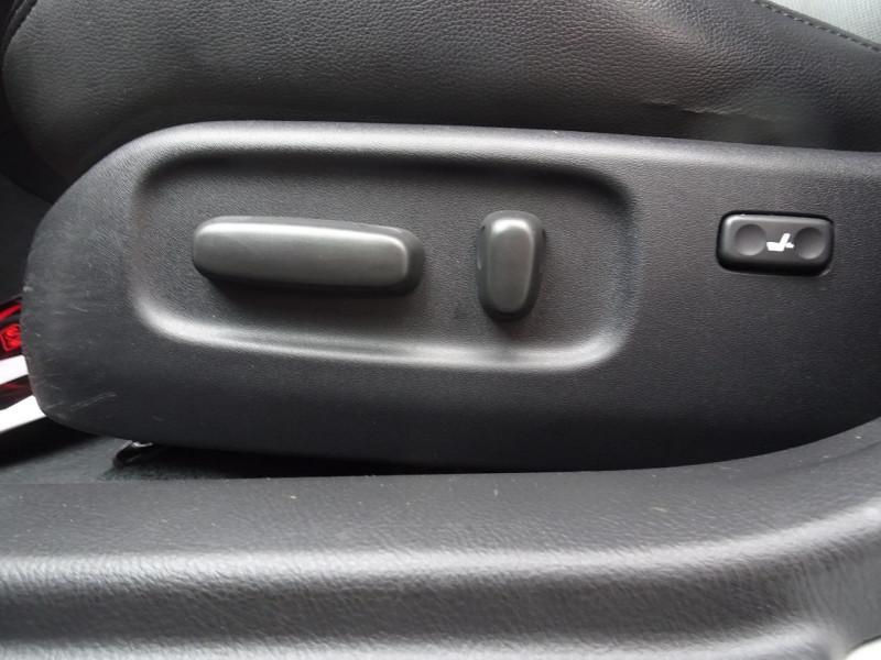 Photo 9 de l'offre de TOYOTA AVENSIS 126 D-4D TECHNO PACK 5P à 5890€ chez International Auto Auneau