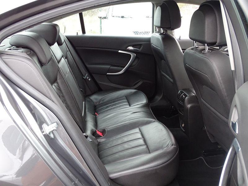 Photo 15 de l'offre de OPEL INSIGNIA 2.0 TURBO COSMO PACK BA 5P à 9990€ chez International Auto Auneau