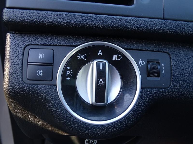 Photo 17 de l'offre de MERCEDES-BENZ CLASSE C BREAK (S204) 220 CDI BE AVANTGARDE BA à 12690€ chez International Auto Auneau