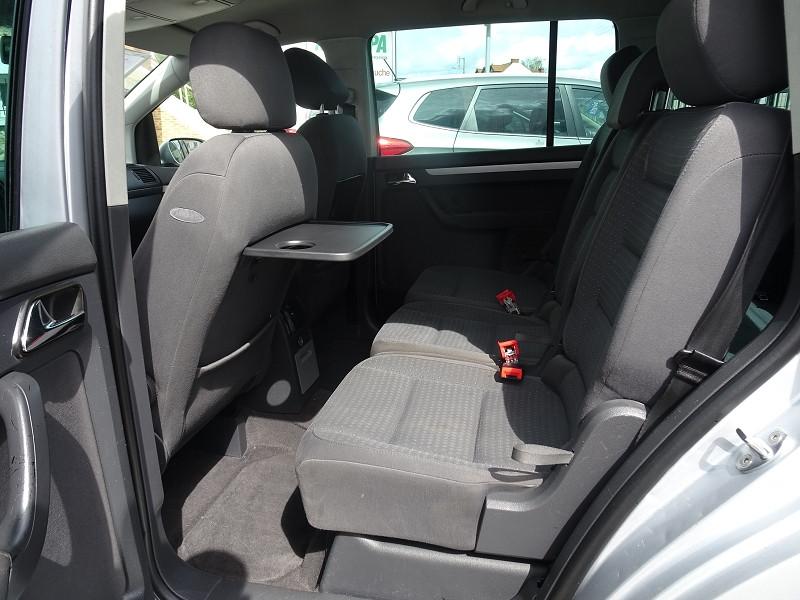 Photo 8 de l'offre de VOLKSWAGEN TOURAN 1.6 FSI 115CH CONFORT 7 PLACES à 4990€ chez International Auto Auneau