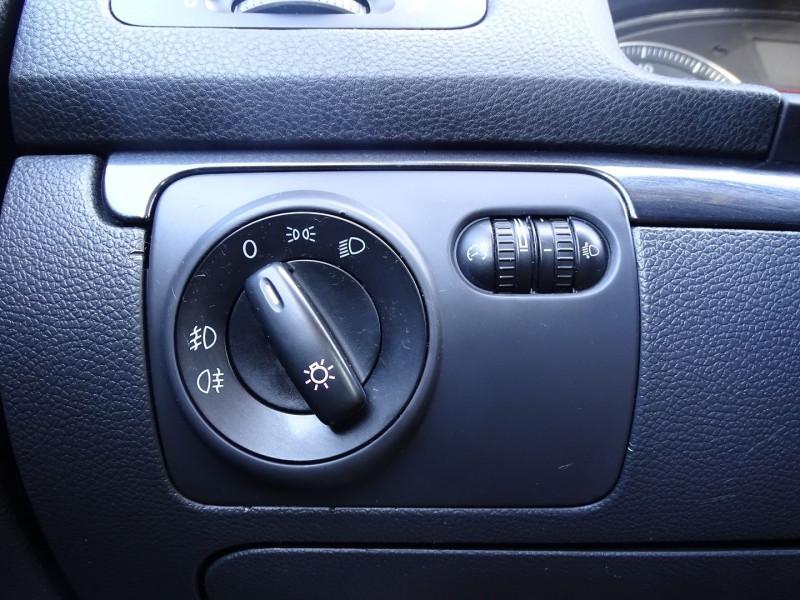 Photo 16 de l'offre de VOLKSWAGEN GOLF V 1.4 TSI 170CH GT SPORT 3P à 8790€ chez International Auto Auneau