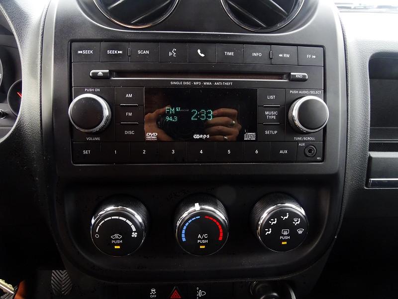 Photo 6 de l'offre de JEEP COMPASS 2.2 CRD 163 FAP SPORT 4X4 à 9890€ chez International Auto Auneau