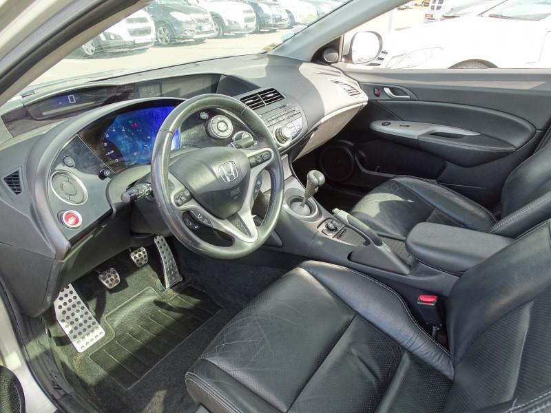 Photo 2 de l'offre de HONDA CIVIC 1.8 I-VTEC EXECUTIVE CUIR/NAVI 5P à 7890€ chez International Auto Auneau
