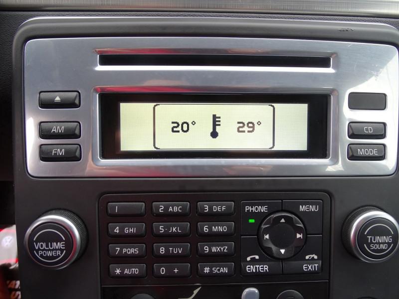 Photo 5 de l'offre de VOLVO V70 D3 163CH MOMENTUM GEARTRONIC à 6490€ chez International Auto Auneau