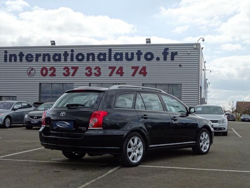 Photo 2 de l'offre de TOYOTA AVENSIS BREAK 126 D-4D TECHNO PACK à 6890€ chez International Auto Auneau