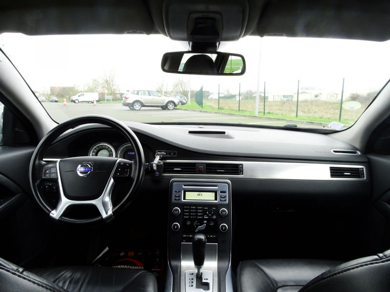Photo 12 de l'offre de VOLVO V70 D3 163CH MOMENTUM GEARTRONIC à 6490€ chez International Auto Auneau
