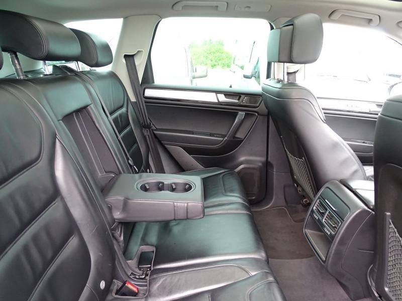 Photo 5 de l'offre de VOLKSWAGEN TOUAREG 3.0 V6 TDI 240CH FAP CARAT TIPTRONIC à 16690€ chez International Auto Auneau