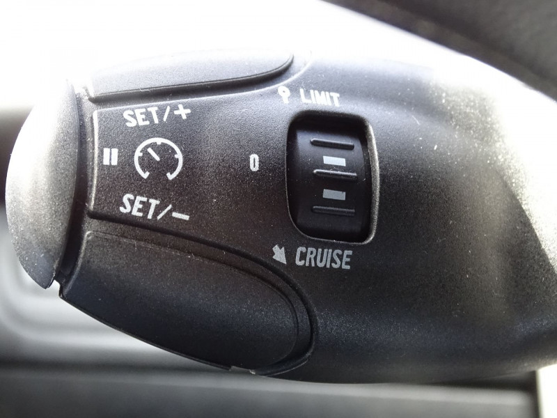 Photo 13 de l'offre de PEUGEOT 208 1.6 VTI FELINE 5P à 9390€ chez International Auto Auneau