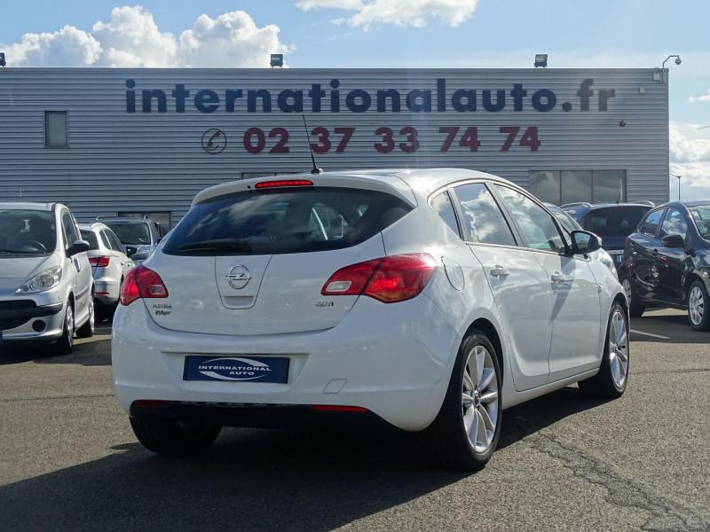 Photo 2 de l'offre de OPEL ASTRA 1.7 CDTI110 FAP BLACK & WHITE à 7890€ chez International Auto Auneau
