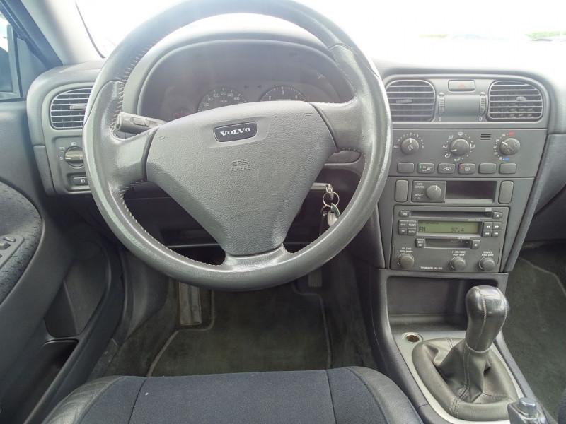 Photo 17 de l'offre de VOLVO V40 1.9 D 115CH TITANIUM à 4190€ chez International Auto Auneau