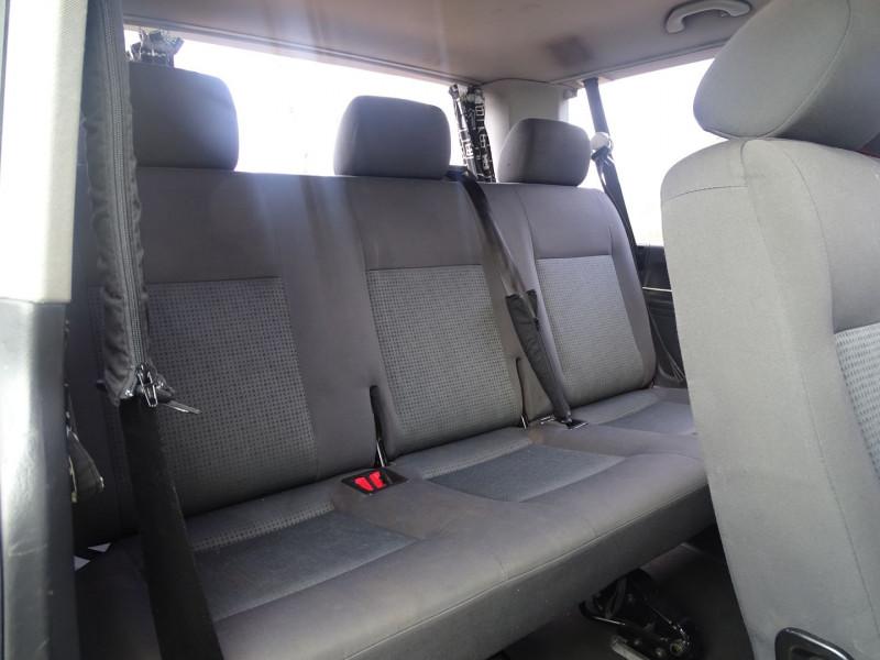 Photo 7 de l'offre de VOLKSWAGEN CARAVELLE 2.5 TDI 130CH COURT TIPTRONIC à 12390€ chez International Auto Auneau
