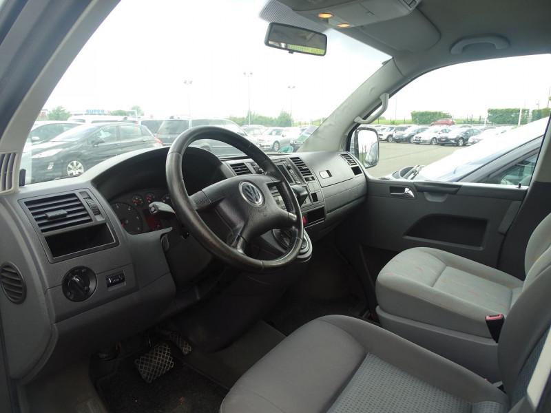 Photo 4 de l'offre de VOLKSWAGEN CARAVELLE 2.5 TDI 130CH COURT TIPTRONIC à 12390€ chez International Auto Auneau