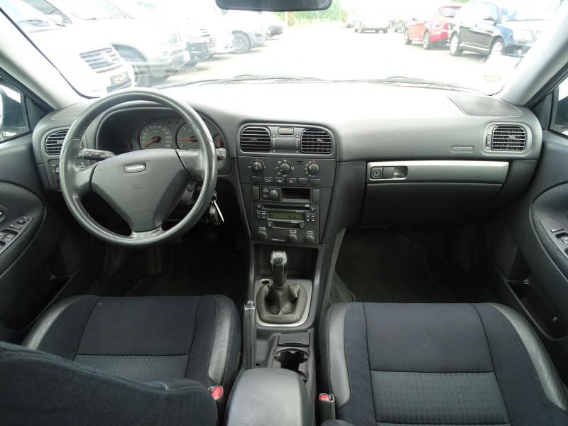 Photo 16 de l'offre de VOLVO V40 1.9 D 115CH TITANIUM à 4190€ chez International Auto Auneau