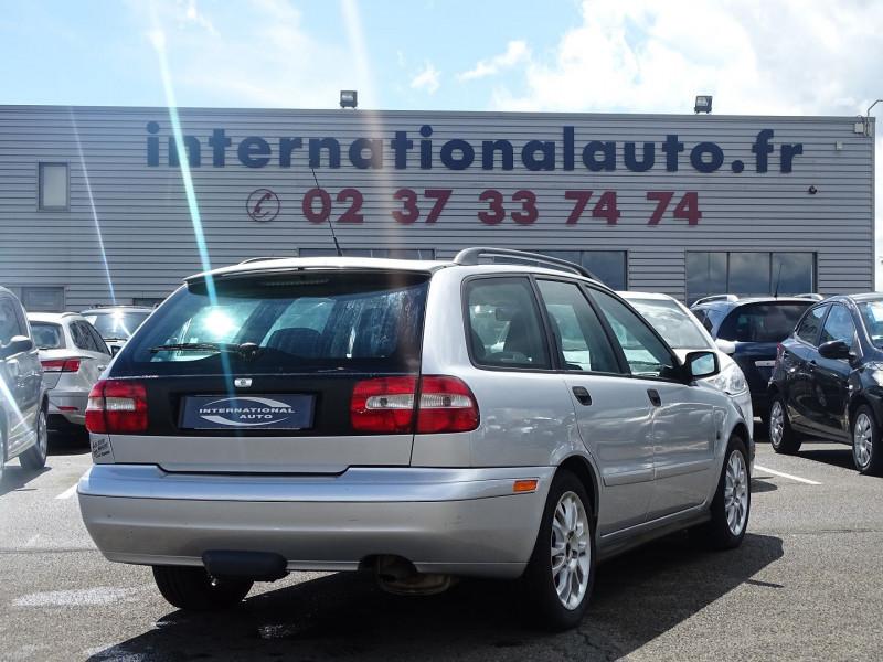 Photo 2 de l'offre de VOLVO V40 1.9 D 115CH TITANIUM à 4190€ chez International Auto Auneau