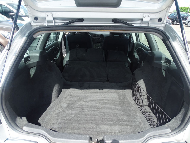 Photo 9 de l'offre de VOLVO V40 1.9 D 115CH TITANIUM à 4190€ chez International Auto Auneau